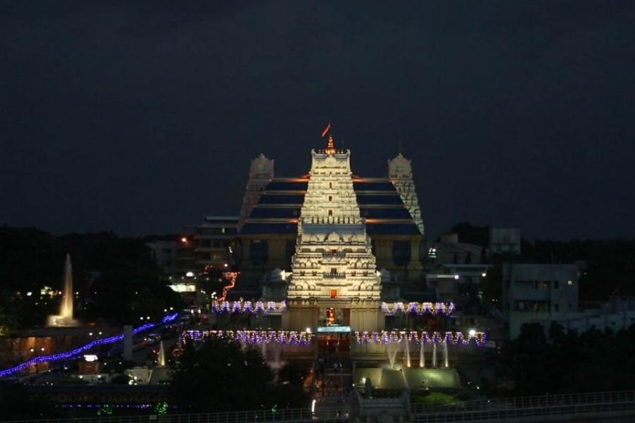 ಇಸ್ಕಾನ್ ಬೆಂಗಳೂರು ದೇವಾಲಯದ ರಾತ್ರಿ ನೋಟ