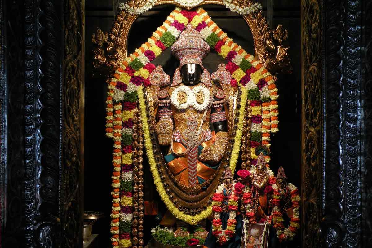 sri srinivasa govinda with krishna rukmini satyabhama